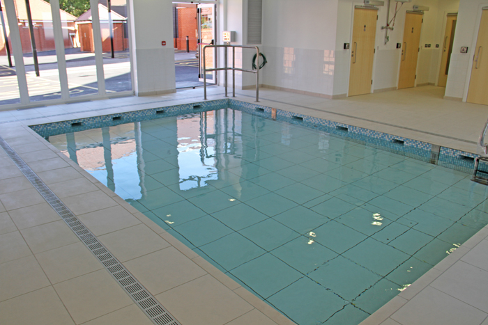 Swimming pool indoor movable lifting pool floor construction in wendover buckinghamshire for Swimming pools buckinghamshire