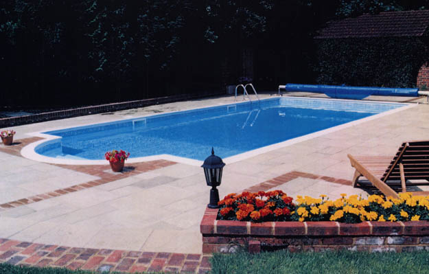 Swimming pool outdoor construction in beaconsfield buckinghamshire pool 2 clearwater for Swimming pools buckinghamshire