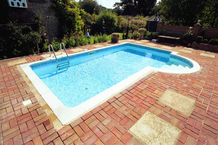 Swimming pool outdoor construction in great missenden buckinghamshire clearwater swimming for Swimming pools buckinghamshire