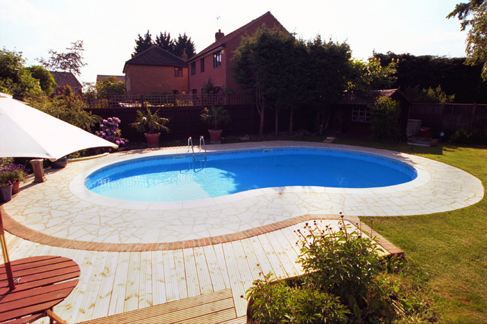 Swimming pool outdoor construction in maidenhead buckinghamshire pool 2 clearwater swimming for Swimming pools buckinghamshire
