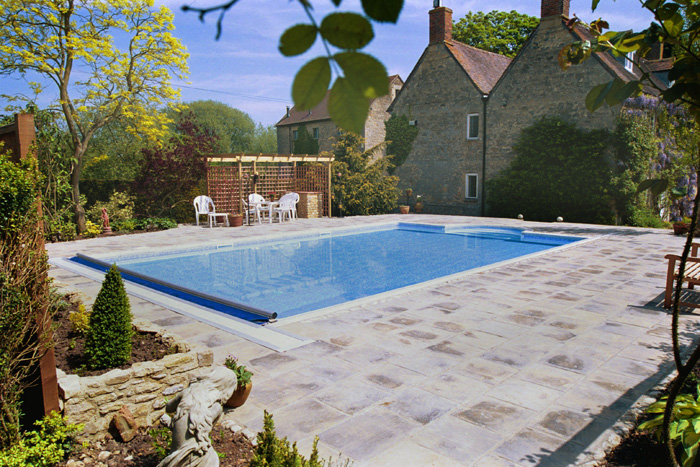 Swimming pool outdoor construction in mill house buckinghamshire clearwater swimming pools ltd for Swimming pools buckinghamshire